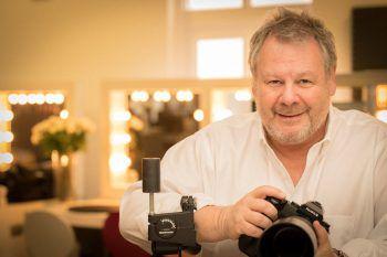 """Guido Karp ist der Fotograf, dem die Stars vertrauen. Für das Event """"Princess for one day"""" holt er auch Vorarlbergerinnen vor seine Kamera. Foto: Stefan Claus"""