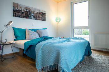"""<p class=""""caption"""">Gut gebettet: Mit der RIVA-Wohnung wird der Traum vom Eigentum wahr.</p>"""
