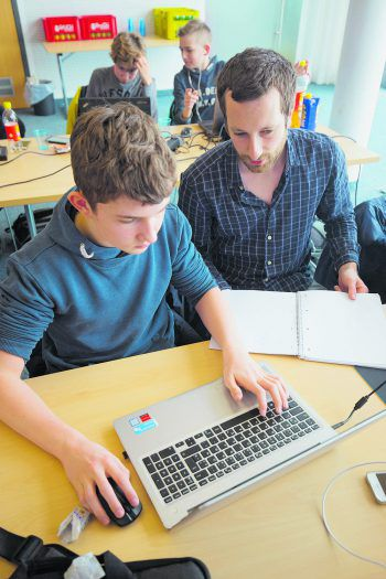 """Im """"Code Base Camp"""" erfahren interessierte Jugendliche, was wirklich hinter Webseiten und Games steckt und erlernen die ersten Basics in Sachen Programmieren."""