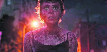 """Im Mittelpunkt der Serie steht die 17-jährige Sydney (Sophia Lillis, """"Es""""). Bild: Netflix"""
