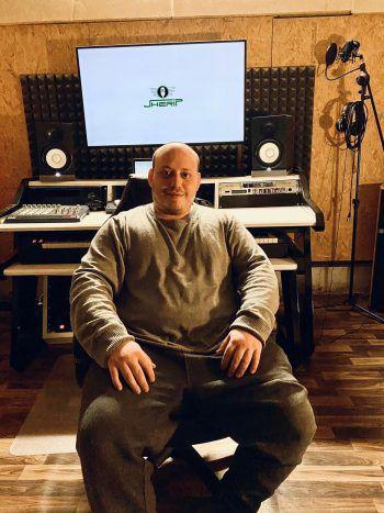 """Johannes, 26, Feldkirch: """"Ich hoffe und erwarte, dass bürgerliche Interessen vertreten werden. Für mich als Produzent wäre es wichtig, dass junge Künstler gefördert werden. Für viele ist Musik ein Ventil."""""""