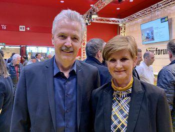 """<p class=""""caption"""">Messeführung Otto G. Mäser und Sabine Tichy-Treimel.</p>"""