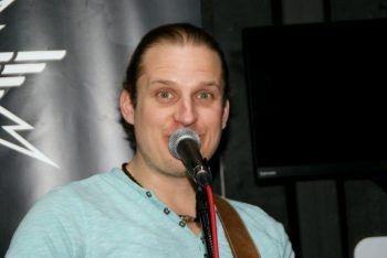 """<p class=""""caption"""">Mike sorgte für Live-Musik.</p>"""