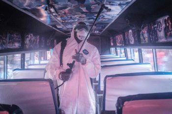 <p>Nairobi. Maßnahmen: Busse werden desinfiziert.</p>