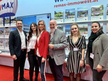 "<p class=""caption"">Ralph Moser, Klara Götze, Nadine Telian, Reinhard Götze, Julia Baldauf (RemaxImmowest) mit Katja Rauch (WANN & WO).</p>"
