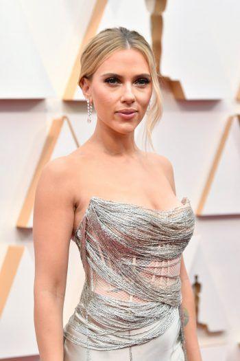 """<p class=""""title"""">S. Johansson</p><p>Scarlett Johansson gestaltet ihre Bäckereien und Speisen gesünder. Ihre Devise: Viel Proteine und wenig ungesunde Fette.</p>"""