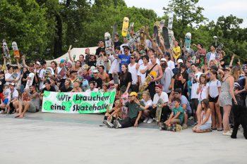 Seit Jahren wünscht sich die Skateszene im Ländle eine Halle. Das Land Vorarlberg hat kürzlich einen Zwischenbericht zur Skateinfrastruktur ausgegeben. Fotos: OJA Lustenau, handout/Fohn, Auer, Staudinger