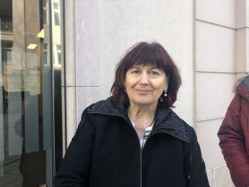 """Silvia, 61, Hard: """"Ich mache mir selber schon Gedanken über das Ganze. Ich denke auch, ein vernünftiger Vorrat ist sicher gut. Es sollte aber keine Panik entstehen und Hamsterkäufe sind, denke ich, übertrieben."""""""
