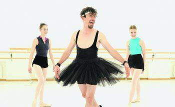 """So wie hier im Video zum Song """"Prima Ballerina"""" seiner Band Still sieht man Falco Luneau wohl eher selten auf der Bühne.Foto: handout/Still"""