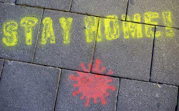 """""""Stay Home!"""": Auch ein Appell an die Jugendlichen, zuhause zu bleiben.Foto: APA"""