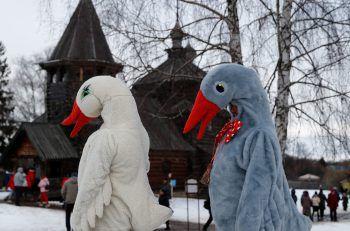 <p>Susdal. Lustig: Als Gänse verkleidete Teilnehmer des Maslenitsa-Fests, mit dem in Russland der Winter ausgetrieben werden soll.</p>