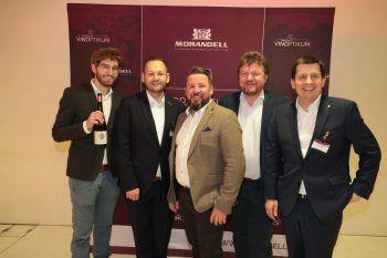 """<p class=""""caption"""">Winzer Mathias Hirzberger, Michael Zuvanovic, Andrè Henkel (beide Morandell), Winzer Albert Gesellmann, Weinhändler Christoph Morandell.</p>"""