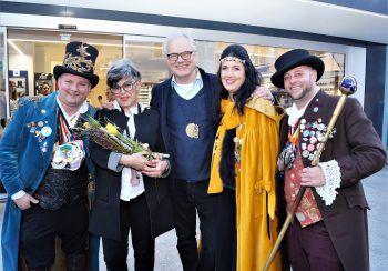 Zeremonienmeister Boris, Susanne und Peter Scharax und das Prinzenpaar Zwerger.