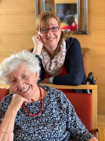 """<p class=""""caption"""">Ein Herz und eine Seele: Mama Hilde (91) und Ingeborg.</p>"""