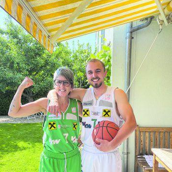 """<p class=""""caption"""">Manuel und seine Mama sammelten über 230 Likes und gewinnen einen Messeparkgutschein im Wert von 100 Euro!Fotos: Privat, Shutterstock</p>"""