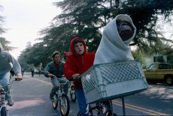 """<p class=""""title"""">E.T. – Der Außerirdische</p><p>Film, Science-Fiction. Zwischen dem Jungen Elliott und einem von seinem Raumschiff auf der Erde vergessenen Außerirdischen entsteht eine ganz besonderes Freundschaft. Der Klassiker von Steven Spielberg läuft ab 22. Mai.</p>"""