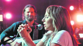 A Star Is BornFilm, Musik-Drama. Der erfahrene Musiker Jackson Maine entdeckt - und verliebt sich in - die angeschlagene Künstlerin Ally. Sie hat ihren Sängertraum fast aufgegeben, bis Jack sie ins Rampenlicht rückt. Mit Bradley Cooper und Lady Gaga. Ab heute verfügbar.