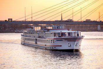An Bord der DCS Alemannia führt die Reise am Rhein entlang. Fotos: handout/Loacker Tours