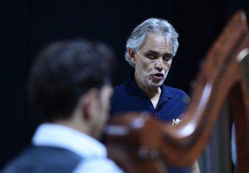 """<p class=""""title"""">Andrea Bocelli</p><p>Auch der italienische Startenor trug das Virus in sich. Für Bocelli ging die Infektion glimpflich aus: Er hatte kaum Symptomen der Krankheit. Fotos: AFP</p>"""
