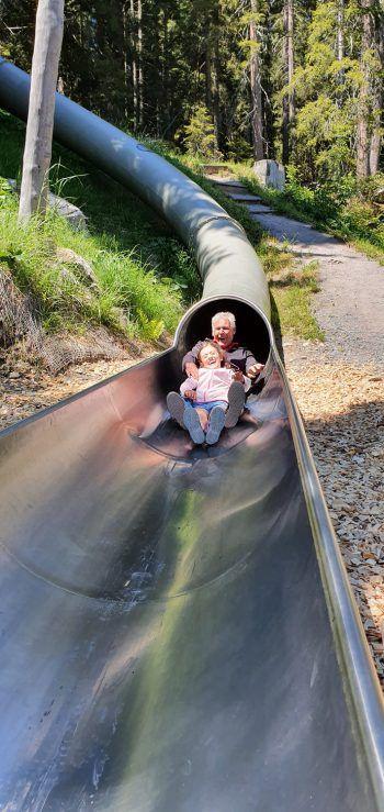 """<p class=""""caption"""">Auch der Opa hatte im Waldrutschenpark sehr viel Spaß.</p>"""