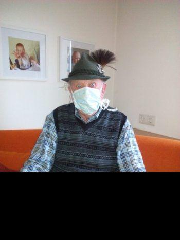 "<p class=""caption"">Auch Johann hielt sich an die Maskenpflicht.</p>"