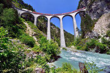 <p>Bernina und Glacier Express: Zwei Bahnstrecken – ein einmaliges Erlebnis. Die Bahnfahrten im Bernina- und Glacier-Express bieten überwältigende Aussichten</p><p>auf imposante Berggipfel.Termin: 9. bis 11. September</p>