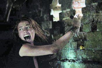 CrawlFilm, Horror. Als ein Hurrikan in Florida wütet, eilt Haley zu ihrem Vater. Sie findet ihn verletzt im Keller des Hauses vor. Neben Sturm und steigendem Wasserstand sind die beiden plötzlich einer weiteren Gefahr ausgesetzt. Ab 19. Juni.