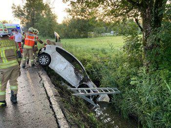 Der alkoholisierte Lenker landete mit seinem Auto im Straßengraben.Foto: VOL-Live/Vlach