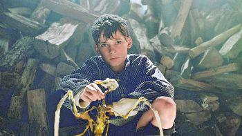 """<p class=""""title"""">Deutschstunde</p><p>Film, Drama. Zwei Freunde werden erbitterte Feinde – und zwischen ihnen steht ein elfjähriger Junge, der von beiden geliebt werden will. Mit Levi Eisenblätter, Ulrich Noethen und Tobias Moretti. Zu sehen ab 3. Juli.</p>"""
