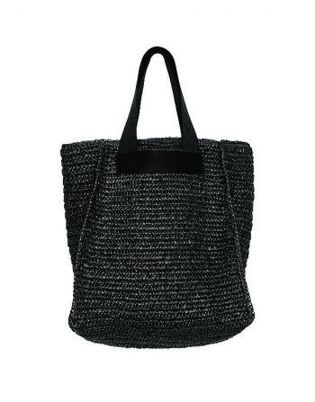 """<p class=""""caption"""">Die klassische Strandtasche wurde überarbeitet und ist aus geflochtenem Papier gefertigt. Im Inneren ist die Tasche gefüttert und weist eine zusätzliche Innentasche auf. Gesehen bei Königstöchter. Preis: 59,99 Euro.</p><p class=""""caption"""" />"""