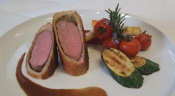 """<p class=""""caption"""">Ein Speisetipp aus dem Gasthaus Schäfle in Rankweil: """"Wir empfehlen Lammrücken im Brotmantel mit Grillgemüse – ein tolles Sommergericht!""""</p>"""