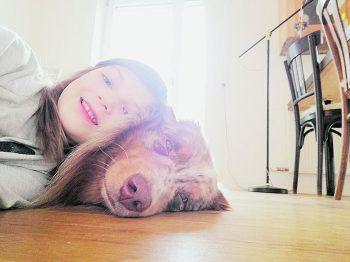 """<p class=""""caption"""">Ein Team: Linda mit ihrem Australien Shepherd Spencer. Fotos: privat</p>"""