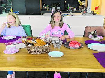 """<p class=""""caption"""">Eine Einsendung von Filippa: """"Familienfrühstück mit Lotti.""""</p>"""