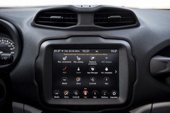 """<p class=""""title"""">               Gut vernetzt             </p><p>Das Uconnect 7-Zoll-DAB-Radio garantiert Kompatibilität mit Apple CarPlay, Android Auto sowie mit iPod, Mp3-Playern und USB-Geräten, damit man Musik in vielen verschiedenen Formaten genießen kann.</p>"""