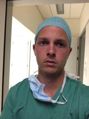 """<p class=""""title"""">Zur Person: Julian Metzler</p><p>Alter, Herkunft: 32 Jahre, gebürtig aus Rankweil</p><p>Ausbildung: Studium (Medizin) in Innsbruck</p><p>Beruf: Arzt an einem Züricher Krankenhaus</p><p>Wohnhaft: Zog aufgrund einer Ausbildungs-stelle an einem großen Spital nach Zürich.</p>"""