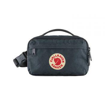 Fjällräven, Känken Hip Pack: praktische kleine Hüfttasche aus der Kånken-Serie.Diese raffinierte und unkomplizierte Tasche ist aus demselben strapazierfähigen Material, das den originalen Rucksack so langlebig macht! Erhältlich bei Intersport Fischer in Schruns, Bürs, Rankweil und Dornbirn. Preis: 49,99 Euro.