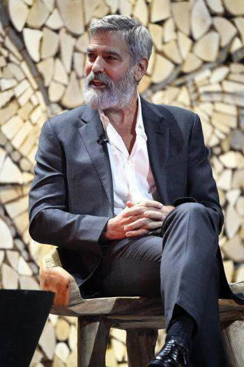 """<p>George Clooney, Schauspieler: """"Wir brauchen Politiker, die ihre Bürger gleich behandeln, nicht Anführer, die Hass und Gewalt schüren. Und es gibt nur einen Weg, in diesem Land eine dauerhafte Veränderung herbeizuführen: Geht wählen!"""" Fotos: APA, AP</p>"""