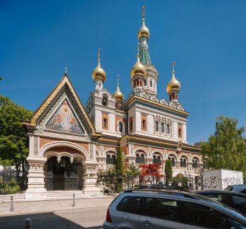 """<p class=""""title"""">               Demel » Kreml             </p><p>Zuerst eine Punschtorte in der K.u.K. Hofzuckerbäckerei Demel – danach in die russisch-orthodoxe Kirche zum heiligen Nikolaus.</p>"""