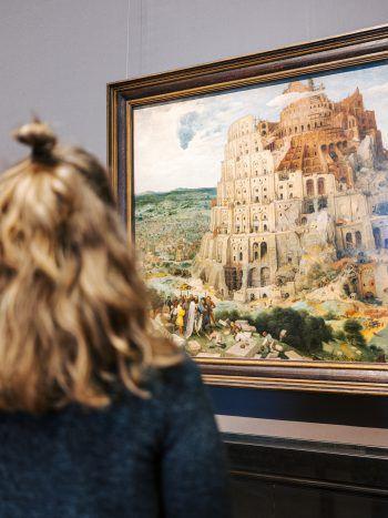 """Holland auf Leinwand             Der niederländische Maler Pieter Bruegel ist für seine kleinteiligen Werke weltberühmt. Sein Meisterstück """"Der Turmbau zu Babel"""" existiert in zwei Ausführungen, wovon eine im Kunsthistorischen Museum Wien (KHM) dauerhaft zu sehen ist."""