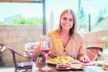In der Pizzeria Ristorante Bäumle wird Anne mit italienischen Köstlichkeiten verwöhnt. Ein Geheimtipp für Genuss!Fotos: Sams; handout/Seehotel