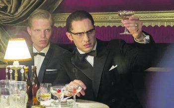 """<p class=""""title"""">Legend</p><p>Film, Thriller. In diesem erbarmungslosen Gangsterepos von Oscar-Preisräger Brian Helgeland (L.A. Confidential) brilliert Mad Max-Star Tom Hardy in einer einmaligen Doppelrolle als gefürchtetes Bruderpaar. Zu sehen ab 11. Juni.</p>"""