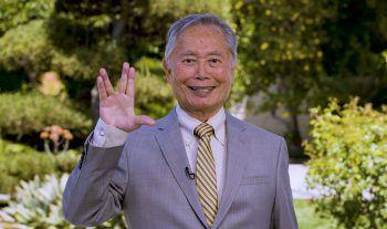 """<p>Los Angeles. Legendär: George """"Sulu"""" Takei grüßt einen Fotografen mit dem Vulkanier-Gruß.</p>"""