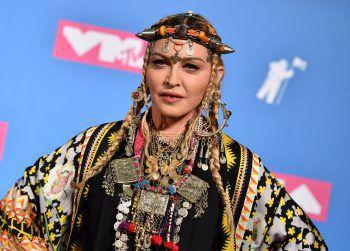 """MadonnaEine vermeintliche Grippe während ihrer Konzerttour soll sich später als Corona-Infektion herausgestellt haben. Das soll der positive Test auf Antikörper beweisen, wie die """"Queen of Pop"""" auf Instagram mitteilte."""