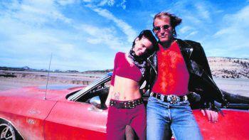 Natural Born KillersFilm, Mediensatire. Geschrieben von Quentin Tarantino, verfilmt von Oliver Stone: Das Killerpaar Mickey (Woody Harrelson) und Mallory Knox (Juliette Lewis) tötet 52 Menschen – und wird von den Medien gefeiert. Läuft bereits (ab 18 Jahren).
