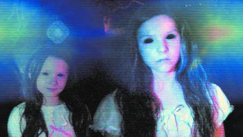 """Paranormal Activity: Die GezeichnetenFilm, Horror. Im Mittelpunkt dieses Spin-offs der """"Paranormal Activity""""-Horrorreihe steht eine lateinamerikanische Familie in den USA, die ins Visier einer Horde von Dämonen gerät. Abrufbar."""