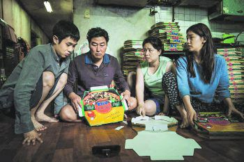 """<p class=""""title"""">Parasite</p><p>Film, Tragikomödie. Dieser brillante Oscar-Abräumer von 2019 des südkoreanischen Regisseurs Bong Joon Ho erzählt die Geschichte einer Familie aus armen Verhältnissen, die in einem vornehmen Haushalt anheuert und sich dort einnistet. Verfügbar ab 19. Juni.</p>"""