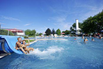 """<p class=""""title"""">               Parkbad Lustenau             </p><p>Bereits seit mehr als 50 Jahren bietet das Lustenauer Parkbad uneingeschränkten Badespaß für Groß und Klein – ein echter Hotspot im Sommer! www.lustenau.at</p>"""