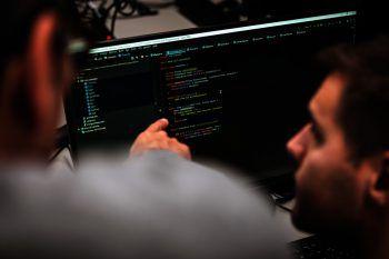 """<p class=""""title"""">Praktikum</p><p>Die erlernten Skills werden bei einem einmonatigem Praktikum bei einem unserer Partnerunternehmen oder beim aktuellen Arbeitgeber eingesetzt bzw. beim berufsbegleitenden Lehrgang zur Erstellung eines Abschlussprojektes genutzt.</p>"""