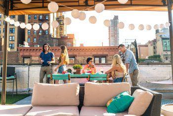 "<p class=""title"">               Rooftop-Bars             </p><p>Coole Bars über den Dächern Wiens verwöhnen mit feinen Drinks, gutem Essen.</p>"