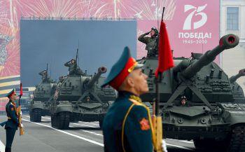 <p>St. Petersburg. Stolz: Die russische Armee gedenkt des Sieges über Nazi-Deutschland. Die Parade war wegen Corona verschoben worden.</p>